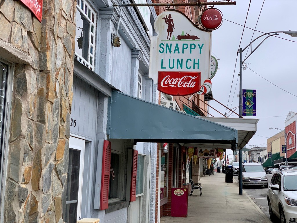 Snappy Lunch Sign Mount Airy NC